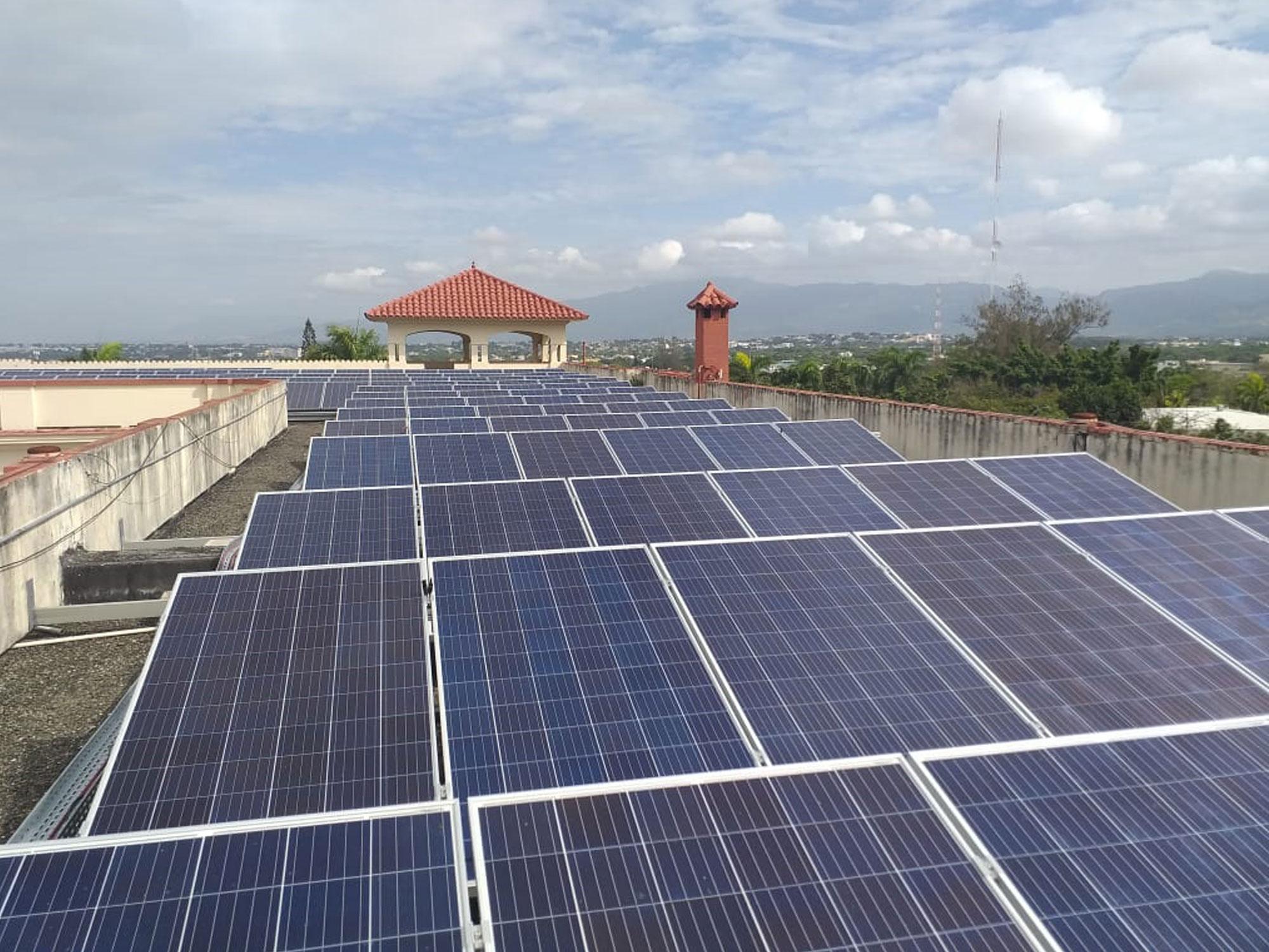 instalacion-placas-solares-generar-energia-republica-dominicana